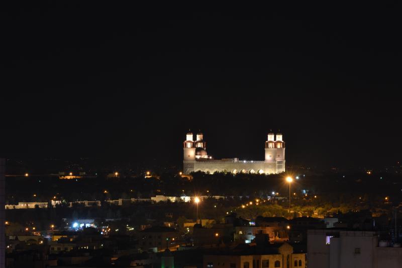 """Джамията """"Крал Хюсеин"""" в Аман през нощта"""
